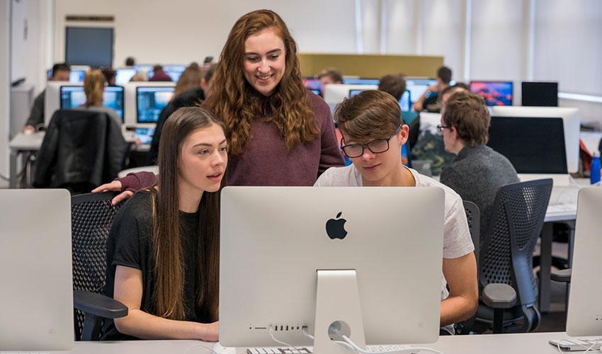 """欧洲一流技术专科院校采用 Apple 的""""人人能编程""""计划"""