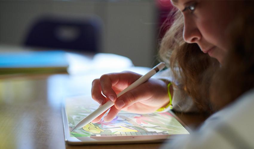 Apple 发布支持 Apple Pencil 的新款 9.7 英寸 iPad